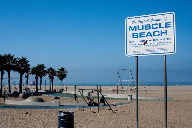 筋肉を愛する人々の聖地、「マッスルビーチ」とは?