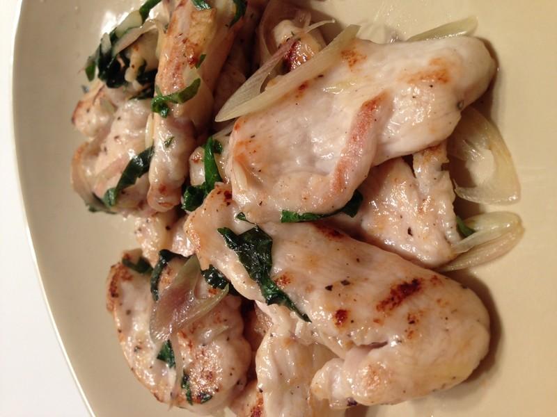 鳥むね肉で筋肉を育てる⑤ 〜鶏むね肉の生姜・みょうが・青じそ炒め〜